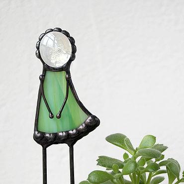 Для дома и интерьера ручной работы. Ярмарка Мастеров - ручная работа Девочка. Витражный декор в цветочный горшок. Handmade.