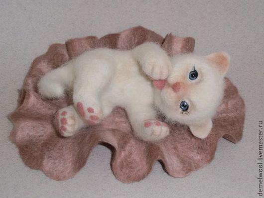 Игрушки животные, ручной работы. Ярмарка Мастеров - ручная работа. Купить Кошечка Бетси.. Handmade. Белый, валяная игрушка