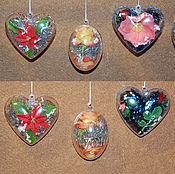 Подарки к праздникам ручной работы. Ярмарка Мастеров - ручная работа Елочные игрушки (шары и сердечки с цветами). Handmade.