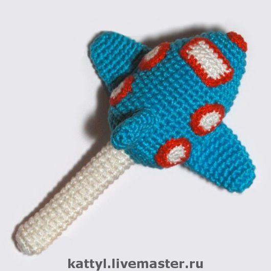 """Развивающие игрушки ручной работы. Ярмарка Мастеров - ручная работа. Купить Погремушка """"Самолет"""". Handmade. Погремушка, Вязание крючком, синий"""