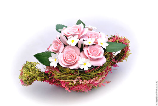 Лейка с розами, ромашками из полимерной глины Deco. Ручная работа.