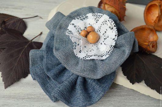 Броши ручной работы. Ярмарка Мастеров - ручная работа. Купить Джинсовая брошь. Handmade. Синий, цветы из ткани, деревянные бусины