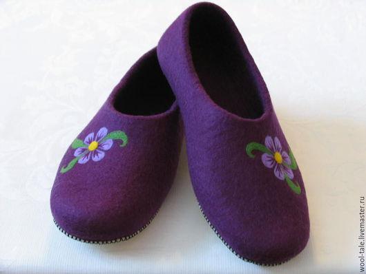Обувь ручной работы. Ярмарка Мастеров - ручная работа. Купить тапочки валяные из шерсти с рисунком. Handmade. Валяные тапочки девушке