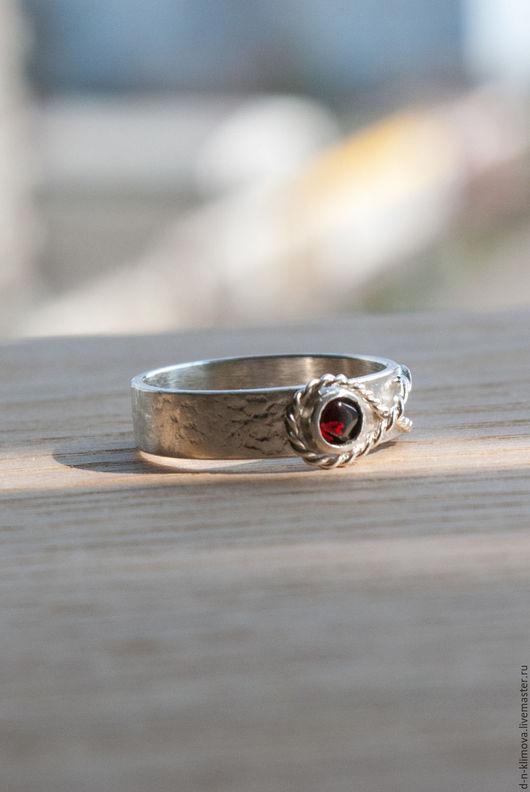 """Кольца ручной работы. Ярмарка Мастеров - ручная работа. Купить кольцо """"Рыбка"""" , серебро, пироп. Handmade. Бордовый, серебряное кольцо"""