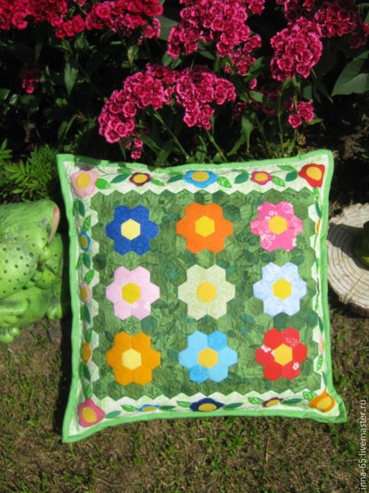 Детская ручной работы. Ярмарка Мастеров - ручная работа. Купить Лоскутная декоративная подушка На зелёной лужайке. Handmade. Зеленый