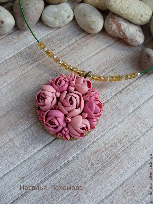 Кулон из полимерной глины Розовый сад.