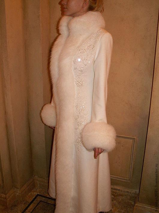 Верхняя одежда ручной работы. Ярмарка Мастеров - ручная работа. Купить Пальто с вышивкой и меховой отделкой. Handmade. Белый