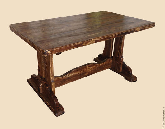 Стол из состаренного дерева.