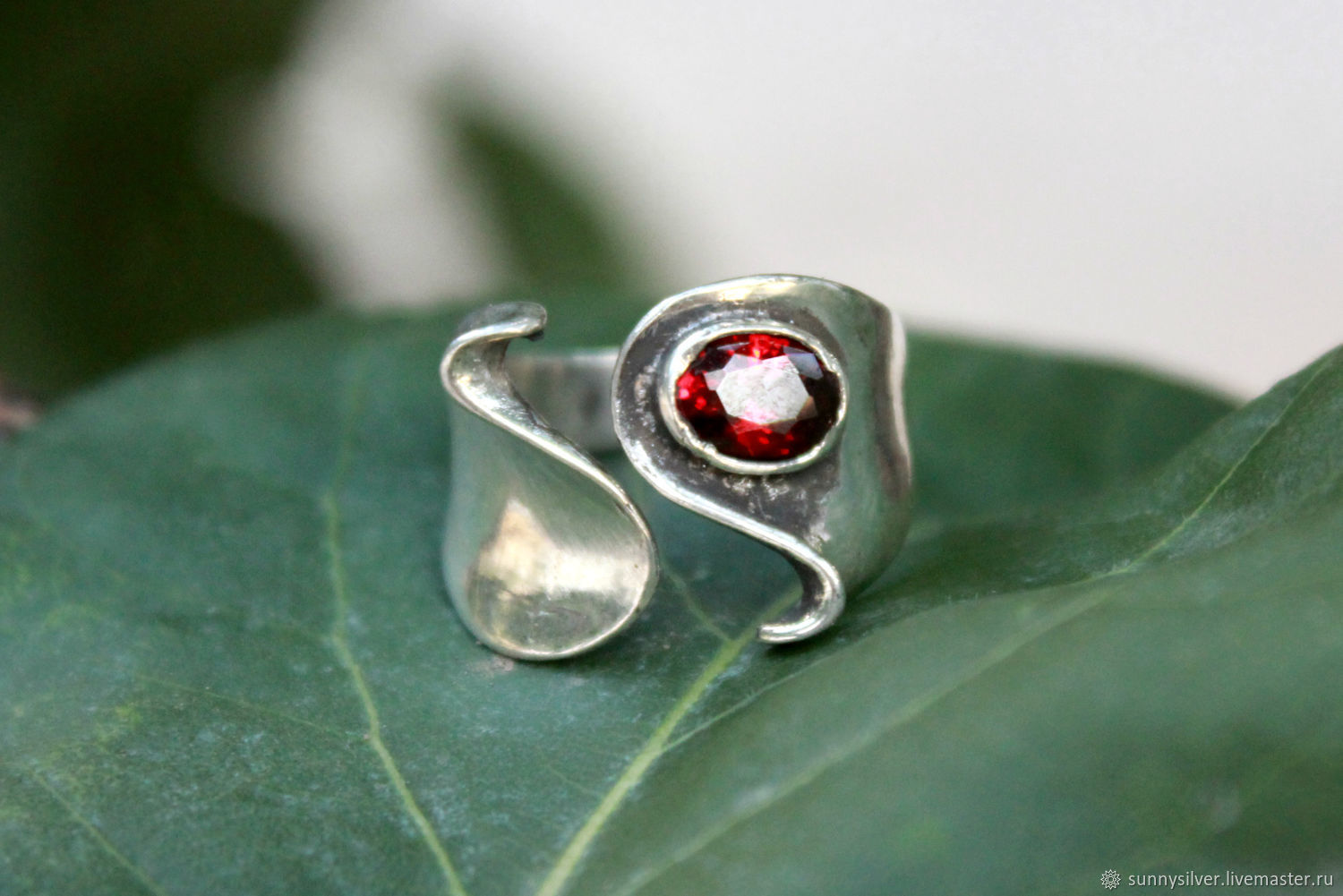 Ring 'Wave with Stone' made of 925 silver and garnet, Rings, Yerevan,  Фото №1