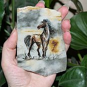 Сувениры и подарки ручной работы. Ярмарка Мастеров - ручная работа Лошадь - символ 2014 магнит из камня белоречита. Handmade.