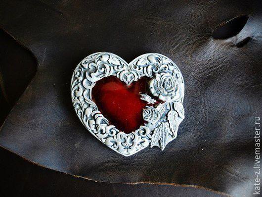 Пояса, ремни ручной работы. Ярмарка Мастеров - ручная работа. Купить Пряжка с сердцем и розами. Handmade. Пряжка, бляха, красный