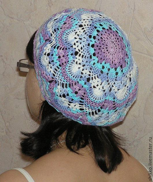 Вязаный цветной летний ажурный женский берет-шапочка.
