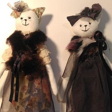 Кошечка в нарядном платье