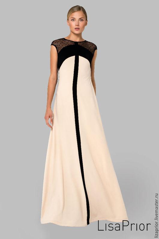 Длинное платье в пол бежевое с черными вставками из крепа, который роскошно струится в движении