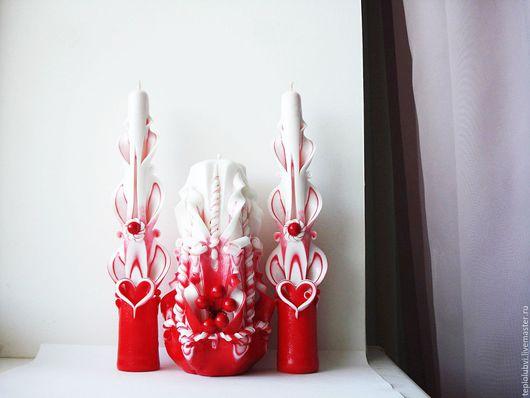 Резные свечи . Красные резные свечи . Свадебные резные свечи . Красная свадьба . Свадебные резные свечи ручной работы Рябина на снегу . Резные свечи ручной работы от Рассказовой Оксаны .