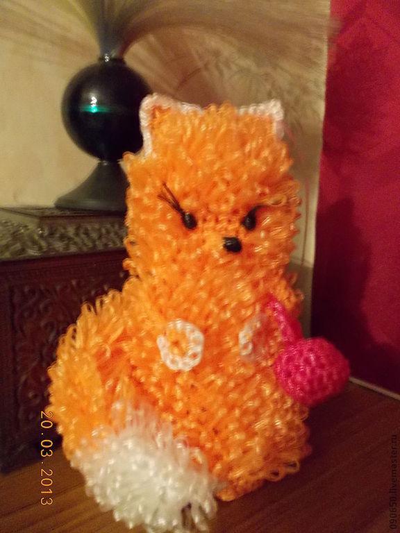 Лисичка- сестричка из  русских народных сказок , очень хороший и красивый подарок на все случаи жизни .