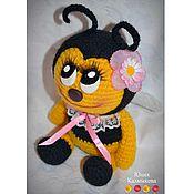 Куклы и игрушки ручной работы. Ярмарка Мастеров - ручная работа Пчелка Мила-няшечка стесняшечка (вязание крючком). Handmade.