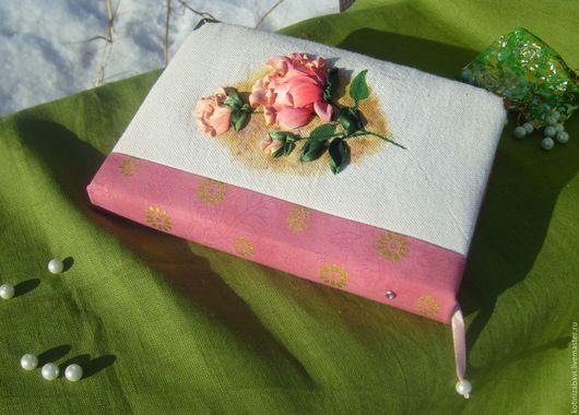 Блокноты ручной работы. Блокнот ручной работы `Нежная роза`. Вышивка атласными лентами.