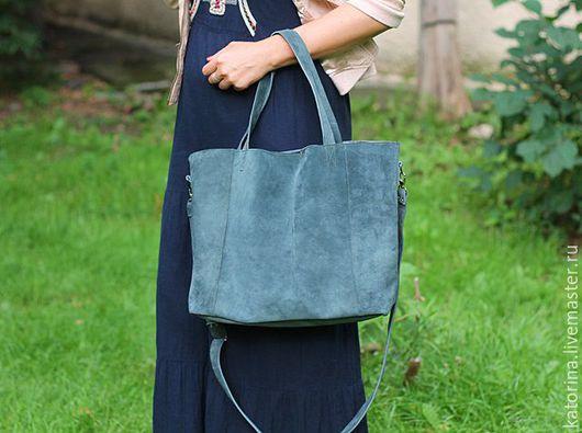 Дополнительно к данной сумке мы можем сшить для вас удобную сумочку-косметичку(она же может служить кошельком) в таком же цвете со скидкой 50% за 700 руб. (обычная цена 1300 р)
