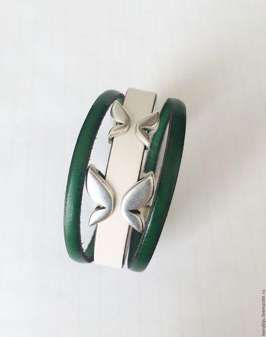 Браслеты ручной работы. Ярмарка Мастеров - ручная работа. Купить Кожаный браслет с мотыльками бело-зелёный, бело-синий. Handmade.