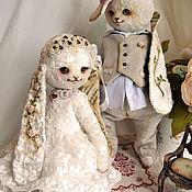 """Куклы и игрушки ручной работы. Ярмарка Мастеров - ручная работа Плюшевые зайцы """"Свадебная пара"""". Handmade."""