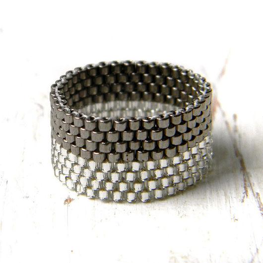 Кольца ручной работы. Ярмарка Мастеров - ручная работа. Купить Стильное кольцо ручной работы, сверкающее серое кольцо из бисера. Handmade.