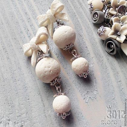Белые серьги с бантиками