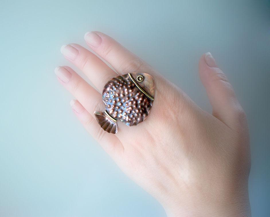 Кольца ручной работы. Ярмарка Мастеров - ручная работа. Купить Кольцо с рыбкой. Handmade. Рыба, крупное кольцо, кольцо с рыбой