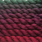 Материалы для творчества ручной работы. Ярмарка Мастеров - ручная работа Градиент. 100% шелк ручной окраски окраски- Ягоды и мох. Handmade.