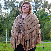 Аксессуары ручной работы. Ярмарка Мастеров - ручная работа Вязаная крючком шаль-накидка из верблюжьей шерсти, большая уютная шаль. Handmade.