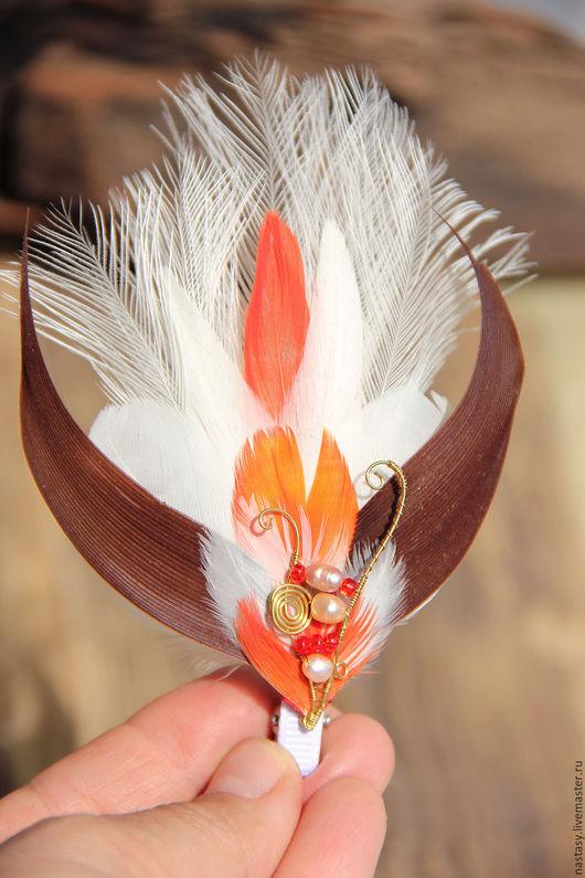 Красная заколка с перьями `Огонёк` Автоские украшения из перьев Анастасия Николаева.