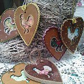 Для дома и интерьера ручной работы. Ярмарка Мастеров - ручная работа Подвески-сердечки Петушки. Handmade.