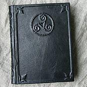 Фен-шуй и эзотерика ручной работы. Ярмарка Мастеров - ручная работа Книга в кожаной обложке Трискель. Handmade.