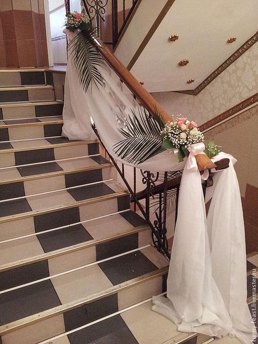 Свадебные аксессуары ручной работы. Ярмарка Мастеров - ручная работа. Купить Оформление лестницы тканью и цветочными композициями. Handmade. Белый