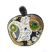 Украшения ручной работы. Ярмарка Мастеров - ручная работа Брошь Спелое яблоко(брошь наливное яблоко,кружево,черный,черно-золотой. Handmade.