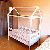 Кровати ручной работы. Ярмарка Мастеров - ручная работа Кровати: Детская кроватка домик. Handmade.