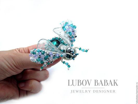 Брошь-жук `Delicate emerald` с изумрудным кристаллом
