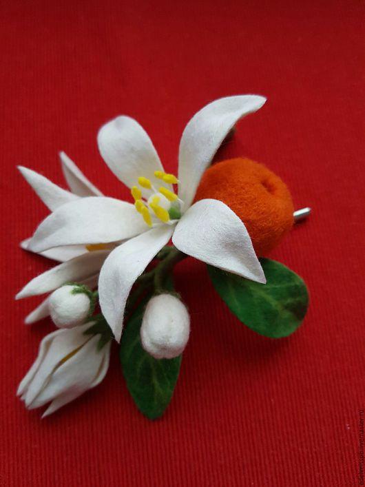 Веточка цветущего апельсинового дерева (Флердоранж). Брошь. Шерсть. Элегантный аксессуар к вашему романтичному образу.Брошь из войлока. Санкт-Петербург