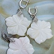 Украшения handmade. Livemaster - original item Earrings and pendant White flower jewelry set with pearl and cubic Zirconia. Handmade.