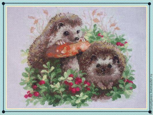 Животные ручной работы. Ярмарка Мастеров - ручная работа. Купить Ёжики в лесу. Handmade. Хаки, ежики, гриб, брусника, лес