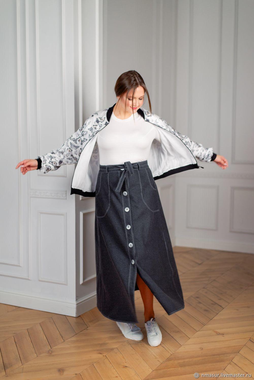 Серая джинсовая юбка  на пуговках с отстрочкой и футболка – купить на Ярмарке Мастеров – NE40ARU | Юбки, Новосибирск