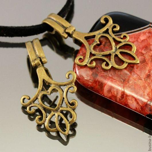 Держатель для кулонов | бейлы | зажимного типа ажурный с растительным орнаментом и сердечком из латуни и покрытием под античную бронзу