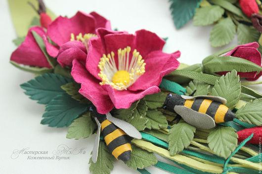 Колье, бусы ручной работы. Ярмарка Мастеров - ручная работа. Купить Колье из кожи Шиповник, колье с пчелкой, кожаное колье с цветами. Handmade.