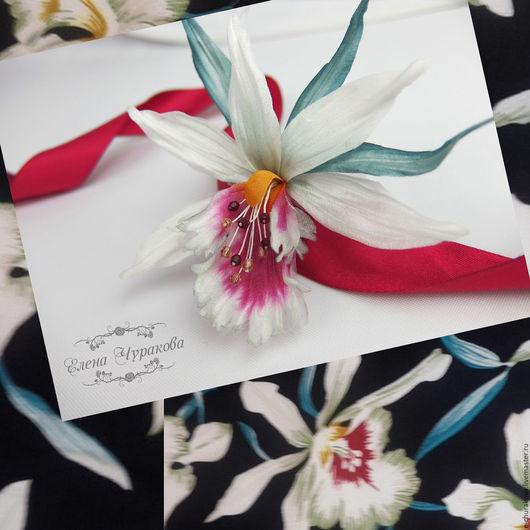 Вы можете заказать любой цветок, нарисованный на ткани Вашего платья!