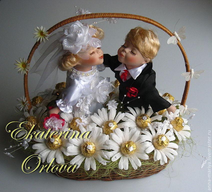 Подарок из конфет на свадьбу своими руками