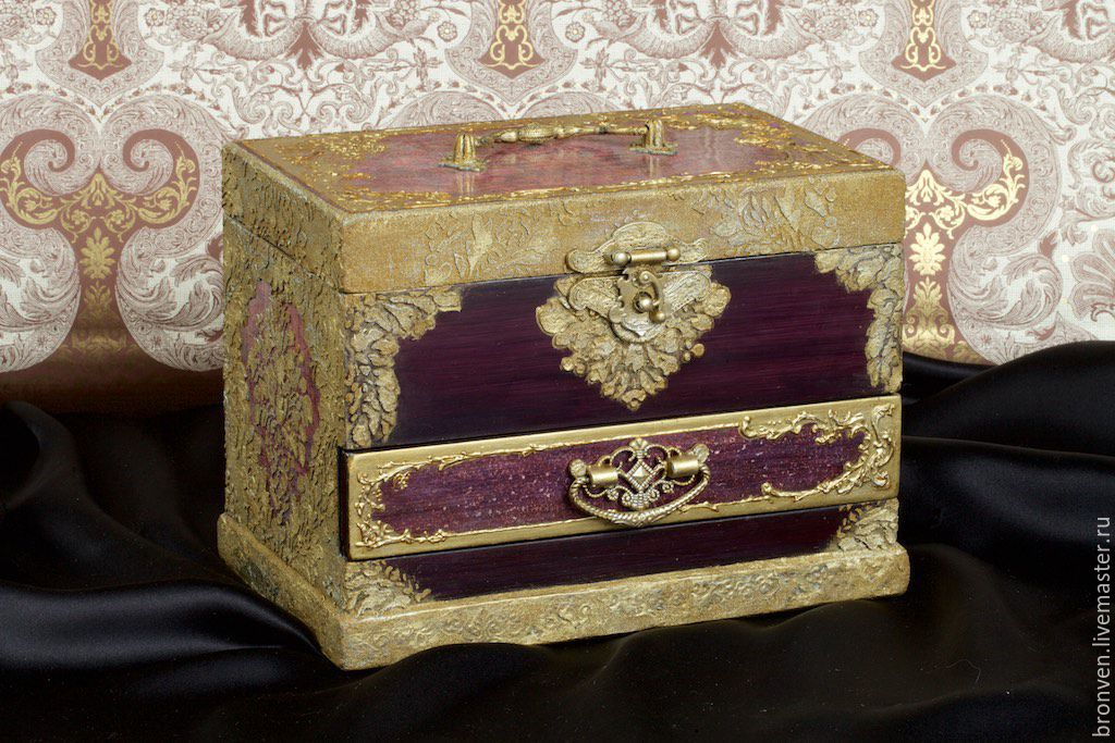 Jewelry box and handcrafted jewelry. Buy box decoupage. Box with compartments. Handmade box