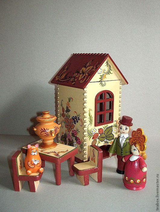 В этот комплект входят стол , стульчики , самовар, кот и два человечка. Можно изменить набор или купить домик отдельно.
