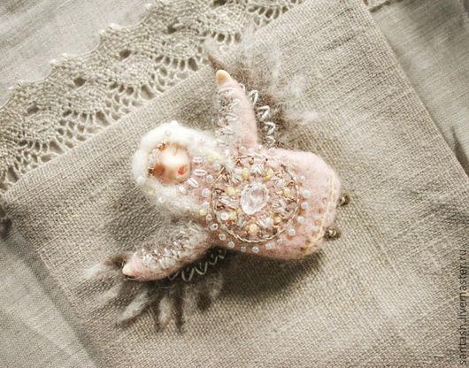 Броши ручной работы. Ярмарка Мастеров - ручная работа. Купить брошь Птица счастья хрустальная. Handmade. Бледно-розовый, крылья