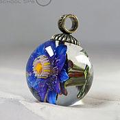 """Украшения ручной работы. Ярмарка Мастеров - ручная работа Кулон """"Голубой цветок с бабочкой"""". Лэмпворк. Handmade."""