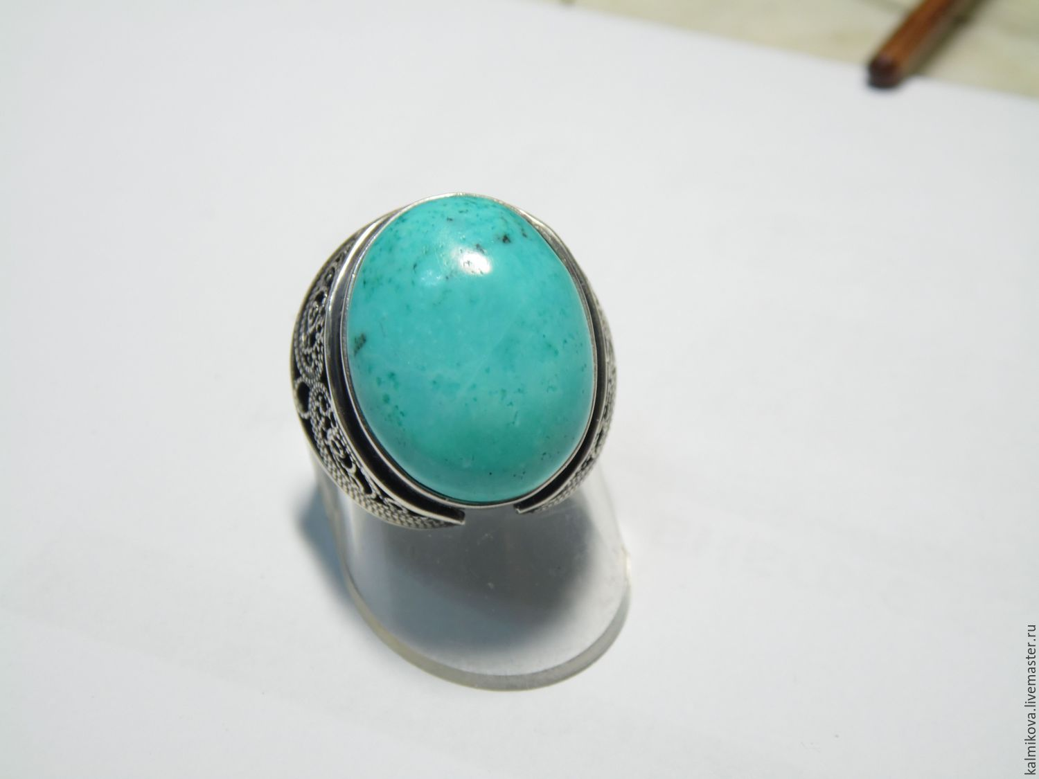Ring size 19, the size of the stone is 20.5x16 mm. Weight of the ring 9,120 gr. The price of the ring 5016 rub.